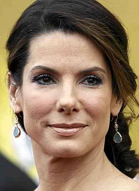 Sandra Bullock saattaa voittaa tänä viikonloppuna sekä vuoden parhaan että vuoden huonoimman näyttelijättären palkinnot.