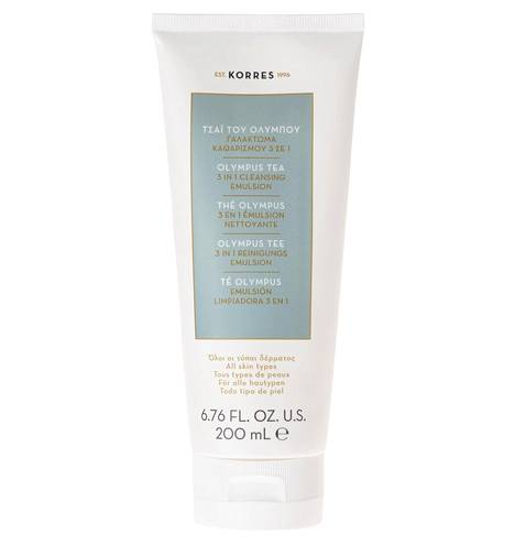 Kreikkalaisen Korres-kosmetiikkamerkin puhdistustuote poistaa kasvo- ja silmämeikin, suojaa kasvot ja kaulan saasteita vastaan ja jättää ihon pehmeäksi ja joustavaksi. Antioksidanttinen ja antimikrobinen raudakkiuute Olympus-vuoren juurelta poistaa iholta ympäristöstä aiheutuvia epäpuhtauksia. Putsari ei sisällä parabeenejä tai silikonia. 3 in 1 -puhdistusemulsio 27 € / 200 ml, tavarataloista ja apteekeista.