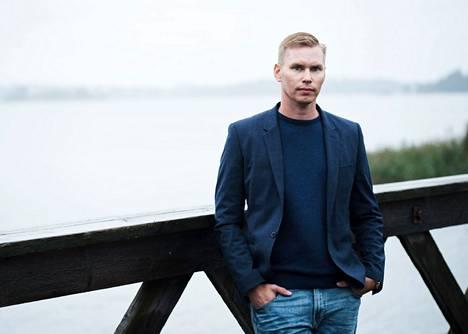 Jo seitsemänvuotiaana Arttu Tuominen ilmoitti vanhemmilleen ryhtyvänsä kirjailijaksi.