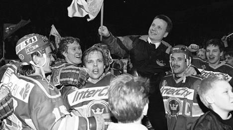 Kiekko-Espoo juhli liiganousua keväällä 1992.