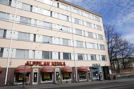 Kerstin omisti Helsingin Porvoonkatu 15 sijaitsevasta talosta 32 asuntoa, joiden arvioitu arvo oli runsaat kuusi miljoonaa euroa. Asunnot jaettiin Helsingin kaupungin ja De Utvecklingsstördas Väl i Mellersta Nyland r.f -nimisen yhdistyksen kesken.