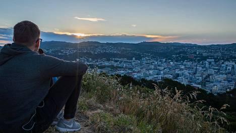 Mount Victorialle pääsee niin jalan kuin autollakin. Se on loistava paikka piknille ja auringonlaskun ihailemiselle ja tarjoaa upeat näkymät Wellingtoniin.