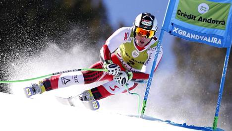 Itävaltalainen laskijakonkari Hannes Reichelt vauhdissa maailmancupin supersuurpujottelukisassa maaliskuussa 2019.