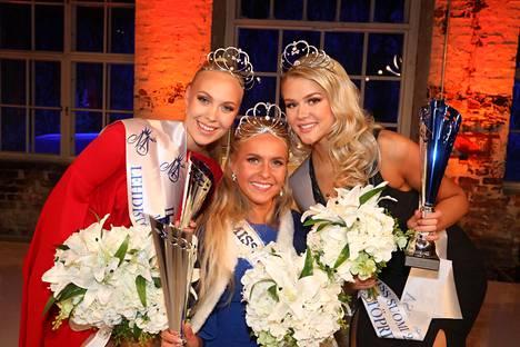 Miss Suomi Alina Voronkova, 1. perintöprinsessa Eevi Ihalainen (oik.) ja 2. perintöprinsessa Jenny Lappalainen.