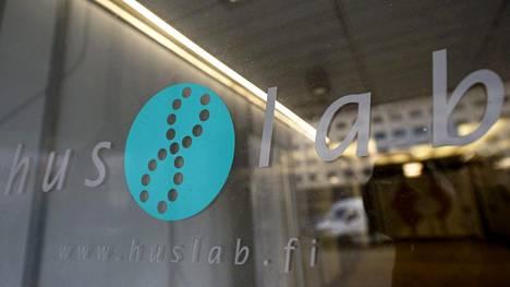 Yhdeksäntoista ihmistä saattoi altistua veriteitse tarttuville taudeille Huslabin Kampin toimipisteessä viime keskiviikkona.