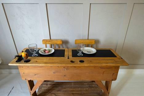 Villa Kokkokallioon avataan kahvila asuntomessujen jälkeen. Herkkuja voi nautiskella vaikkapa vanhanaikaisen pulpetin äärellä.