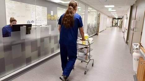 Sairaanhoitaja Keski-Pohjanmaan keskussairaalassa Kokkolassa 3. joulukuuta 2018.