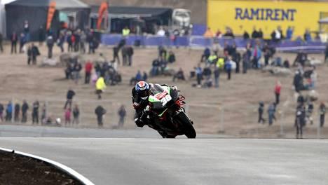 Bradley Smith ajoi MotoGP-testeissä KymiRingillä elokuussa 2019.