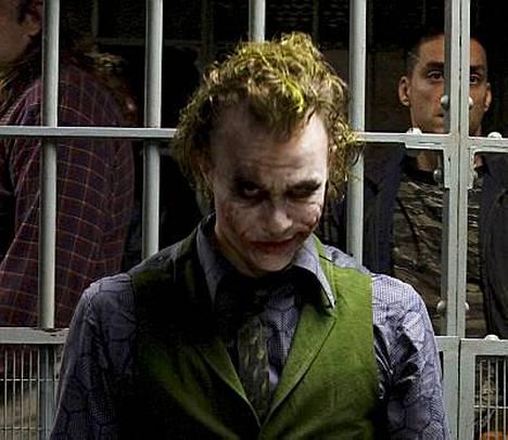 Heath Ledgerin tähdittämän uuden Batman-elokuvan kohtalo on yhä pimeän peitossa. Ledger esittää siinä Jokeria.