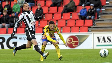 Jesper Engström (vas.) jatkaa VPS:ssa.
