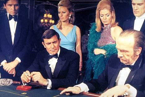 George Lazenby oli ulkoisesti sopiva James Bondin rooliin, mutta siihen sopivaisuudet jäivät.