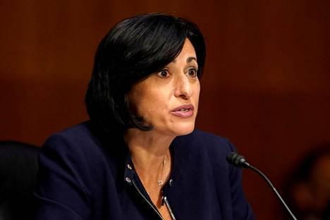 – Jos olet täysin rokotettu, voit alkaa tehdä asioita, joiden tekemisen lopetit pandemian takia, totesi CDC:n johtaja Rochelle Walensky torstaina.