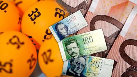 Suomessa jäi viime vuonna lunastamatta kahden miljoonan euron edestä lauantain lottoarvonnan ja Eurojackpotin voittoja.