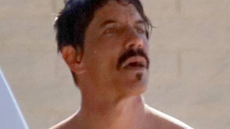 Anthony Kiedis löysi rinnalleen uuden kullan.