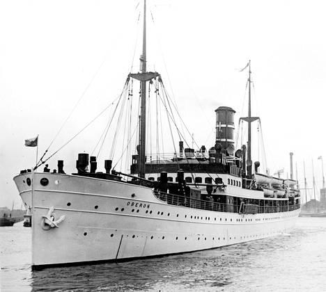 Törmäyksessä uponnut Oberon oli rakennettu vuonna 1925 Ranskassa. Oberon liikennöi reittiä Helsinki/Hanko-Kööpenhamina-Hull.