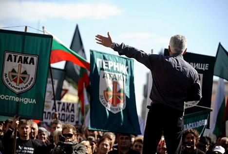 Bulgarialaisen ääriliikkeen Atakan kannattajia.