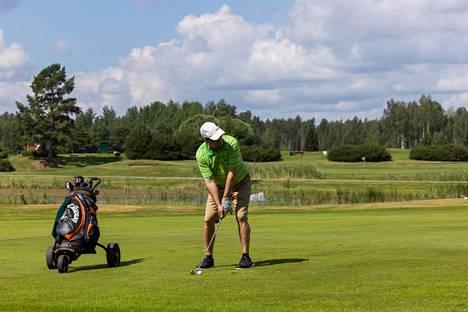 Lauri-nimi toistuu useassa paikassa Lohjalla. St. Laurence Golfissa on kaksi 18-reikäistä kenttää, joista toinen on Pyhä Lauri ja toinen vuorineuvos Petter Forsströmin mukaan nimetty Kalkki-Petteri.