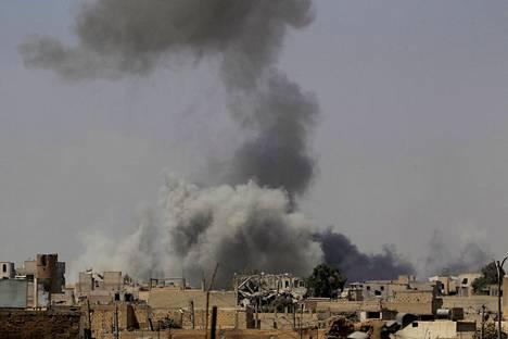 Ilmaiskut ovat moukaroineet Raqqaa armotta ja myös Yhdysvaltoja on syytetty siviilien lisääntyneestä ahdingosta.