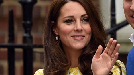 Hempeä keltainen ei kuulu Catherinen yleisimpiin värivalintoihin, mutta juuri nyt se näyttää erittäin hyvältä.