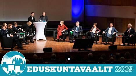 Puheenjohtajat maanantaina Oulussa järjestetyssä vaalitentissä.