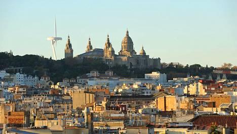 –Ylivoimaisesti eniten ihmetytti kuitenkin muuan Barcelonassa sijainnut vanhan kerrostalon asunto, jossa majailin vuoden päivät – etukäteen en olisi uskonut, että sellaista kämppää edes voi olla olemassa, kirjoittaa Mira Jalomies.