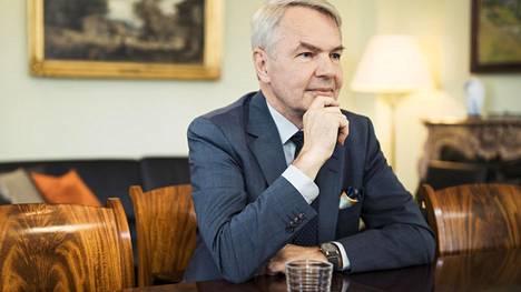 IS:n tietojen mukaan ulkoministeri Pekka Haavisto painosti ulkoministeriön virkamiestä ja sen jälkeen siirsi tämän toisiin tehtäviin.