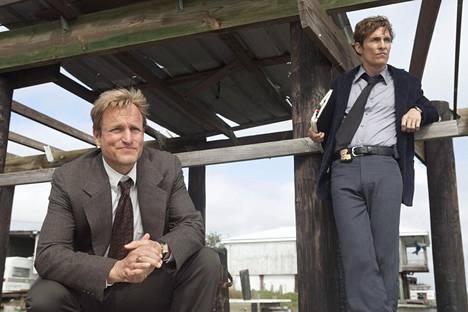Woody Harrelson ja Matthew McConaughey ensimmäisellä kaudella.