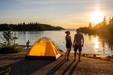 Pyöräloman majoitus voi olla yhtä hyvin teltta kuin hotellikin.