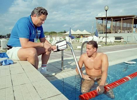 Esa Sievinen valmistaa poikaansa tämän uintiuran kovimpaan suoritukseen Rooman MM-kisoissa 1994. Jani Sievisen kulta-aika 1.58,16 kesti 200 metrin sekauinnin ME:nä lähes yhdeksän vuotta.