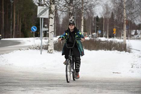 Oululaisnuorukainen harrastaa monipuolisesti liikuntaa.