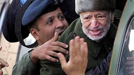 Jasser Arafat kuvattiin Ramallahissa ennen kuljetusta Ranskaan.