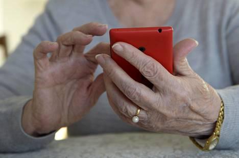 Tukipuheluhuijauksilla on varastettu etenkin ikäihmisten rahoja.
