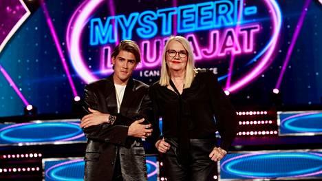 Robin Packalen ja Miitta Sorvali ovat vakiopanelisteja.