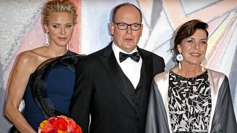 Prinsessa Caroline (oik.) juhli Rose Ball -gaalassa muun muassa ruhtinas Albertin ja ruhtinatar Charlenen kanssa.