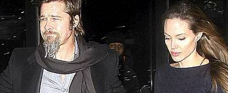 Mikä ero? Brad Pitt ja Angelina Jolie viihtyvät taas yhdessä