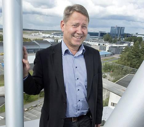 Aurinkomatkojen toimitusjohtaja Timo Kousa vaatii hallitukselta toimia vapaa-ajanmatkailunäkymien kirkastumiseksi.