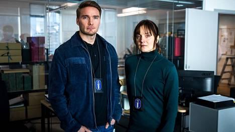 Rikoskomisario Pekka Koivu (Leo Honkonen) on Maria Kallion (Elena Leeve) läheisin työkaveri.