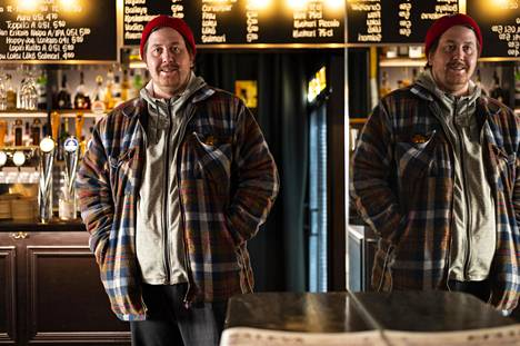 Ravintoloitsija Eero Keskitalo kiirehti tukkuun ja vaihtorahan hankintaan aamulla. Bar Wingerin hän avaa iltapäivällä.