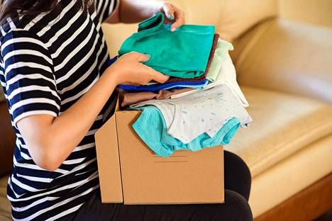 Yksi äiti kuvailee tilannetta, jossa isä törsää ja äiti haalii kasaan vaatteita muun muassa kirpputoreilta.
