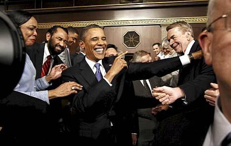 Presidentti Barack Obama sai iloisen vastaanoton saapuessaan kongressin yhteisistuntoon.