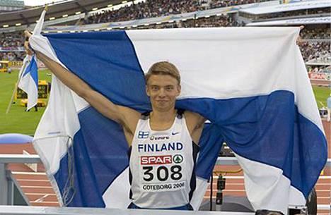 Tämä kuva ja tilanne jäi suomalaisen urheilukansan sydämiin kesällä kisatuista yleisurheilun Euroopan mestaruuskisoista. Jukka Keskisalo palkittiin tänään Vuoden urheilijana.