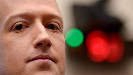Mark Zuckerberg on arvostellut toistuvasti Applea. Nyt välejä hiertää Applen kaavailema ilmoitus iPhone-käyttäjille.