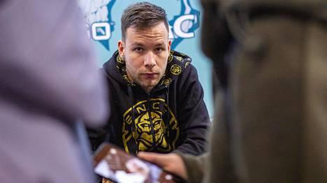 """Aleksi """"allu"""" Jalli on ENCEn kokenein, tunnetuin ja menestynein pelaaja. Hän aloitti joukkueen pelinjohtajana syyskuussa."""