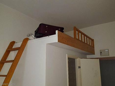 Miniyksiössä sänky on parvella.
