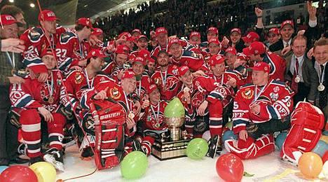 HIFK juhli mestaruutta edellisen kerran keväällä 1998. Nyt se on enää voiton päässä seuraavasta humusta.