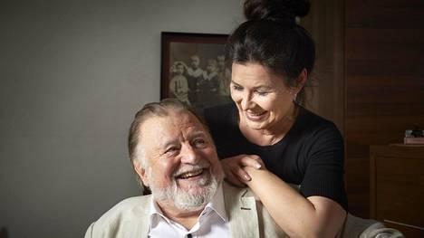 –Kun tapasin Ainon 30 vuotta sitten, se oli kertaheitolla menoa, Esko Salminen muistelee.