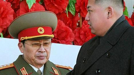 Jang Song Thaek ja Kim Jong-un arkistokuvassa.