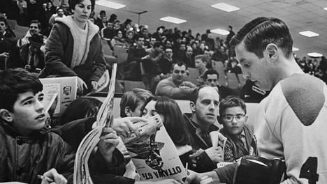 Jean Beliveaun lopettaessa uransa kauden 1970–71 päätteeksi NHL:ssä pelasi 14 joukkuetta.