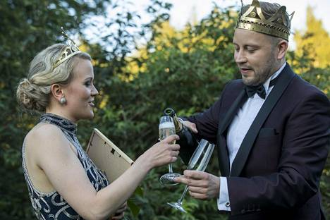 Tuore tangokuningas Jarno Kokko juhlisti voittajaa perinteisin menoin.