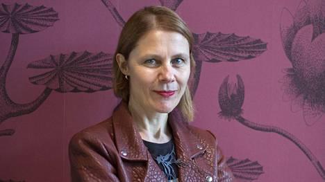 Trendianalyytikko, sisustustoimittaja Susanna Björklund näkee tulevaisuuden kodeissa kaakeleita, värejä ja omaleimaisuutta.